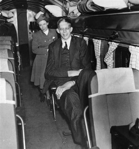 Robert Wadlow Was The World's Tallest Man at 8ft 11in (2